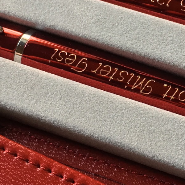 Incisione-penna-rossa